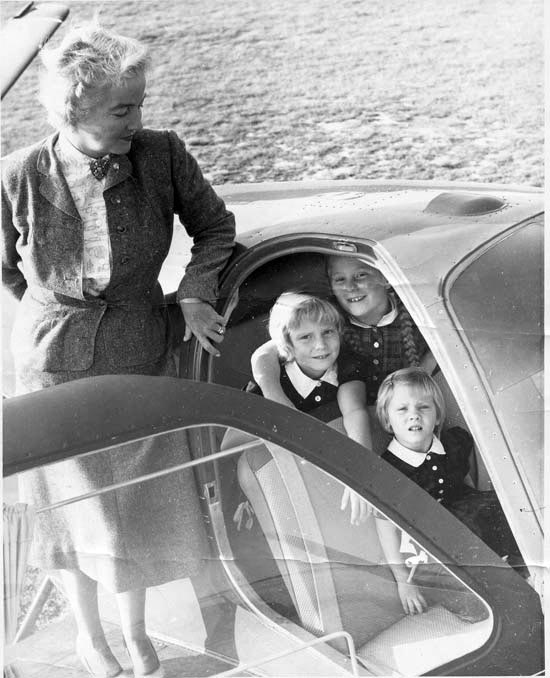 Nancy Love in later life with her granddaughters
