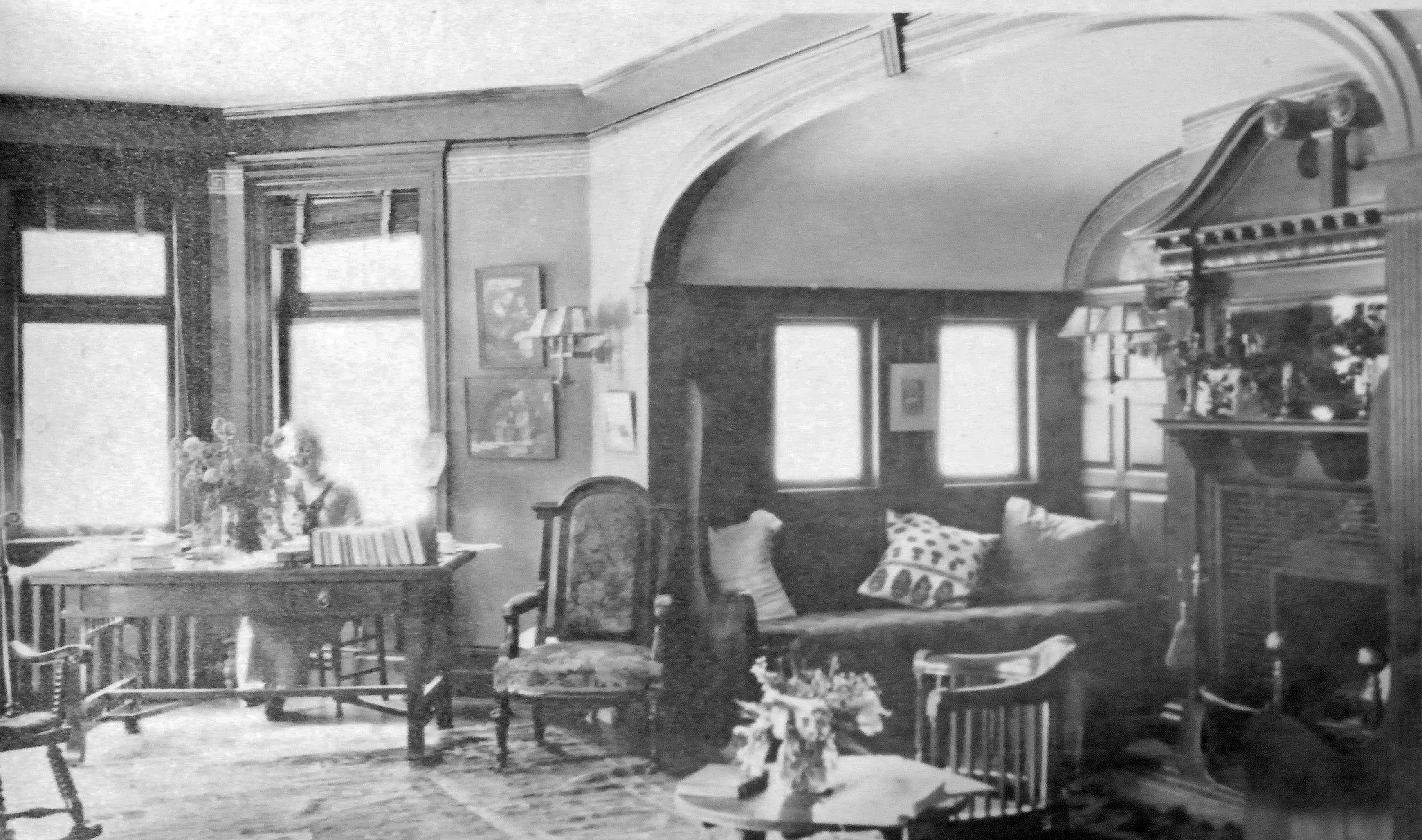 The President's House living room around 1914