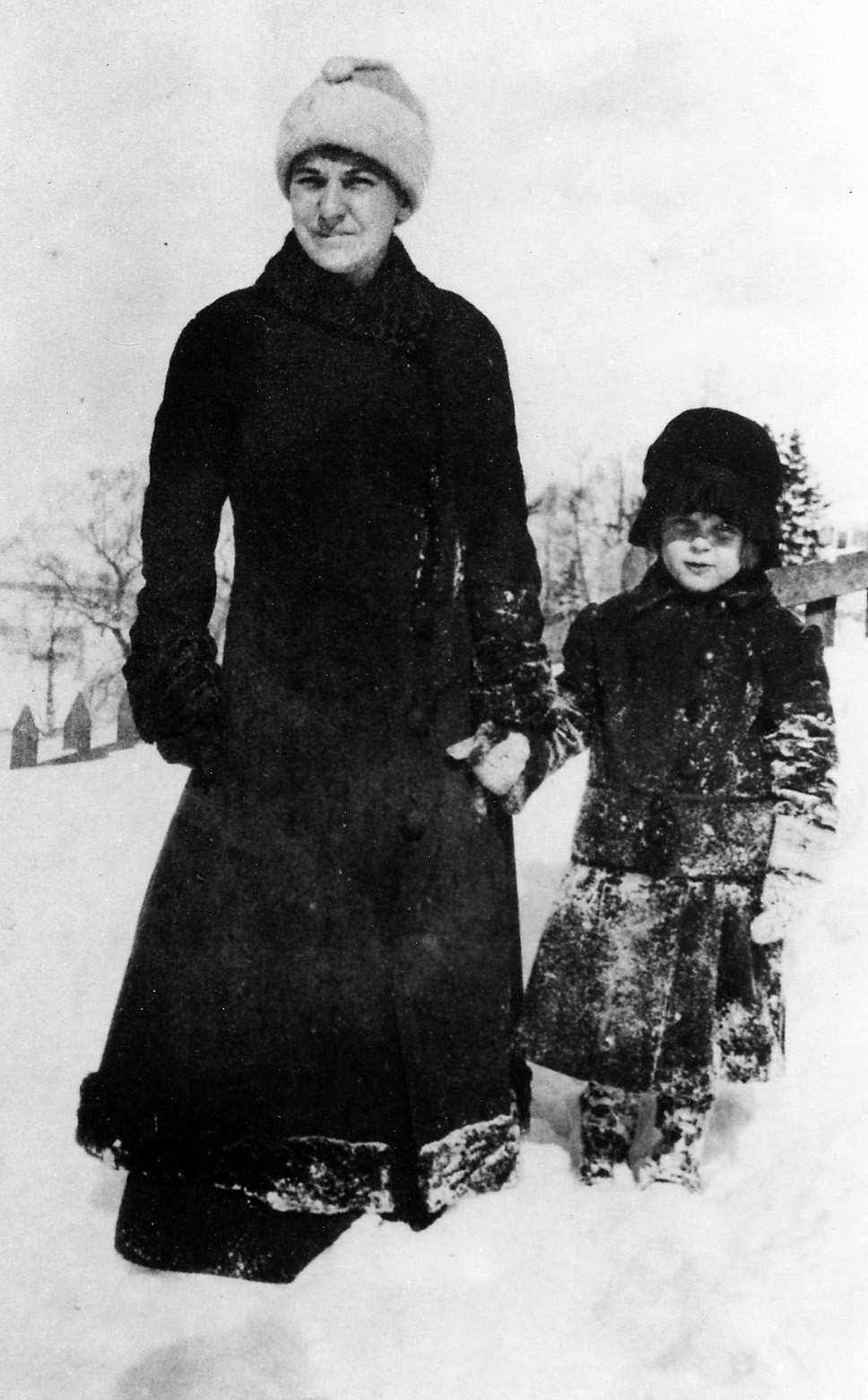 Elizabeth Bishop and her mother, 1915-16.