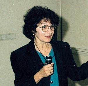 Patricia Goldman-Rakic '59 speaking at a conference